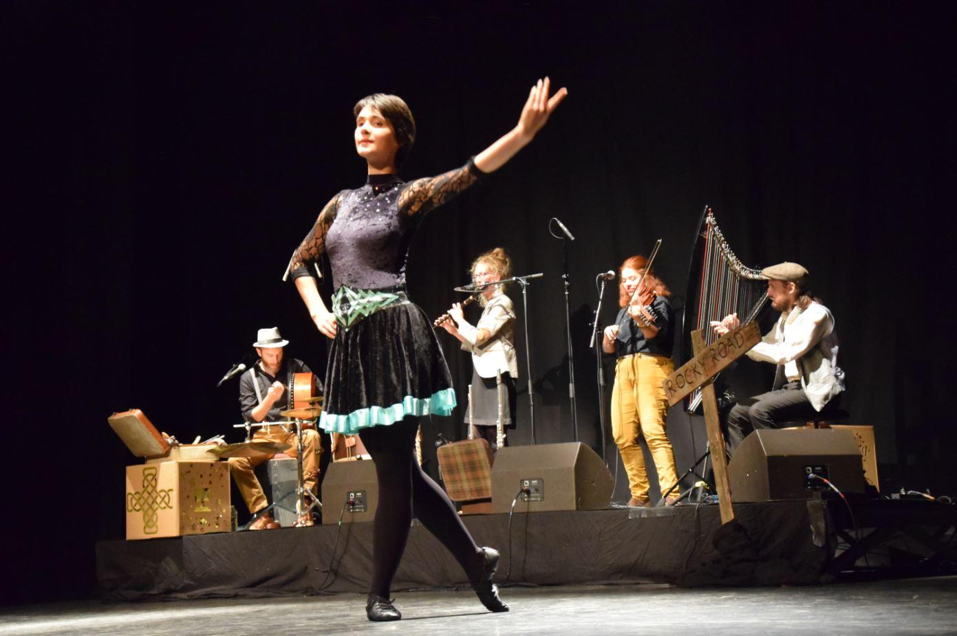Danse irlandaise Spectacle What's the Craic? Ghillie's groupe de musique Irish and Folk music. Crédit: Séb Donges