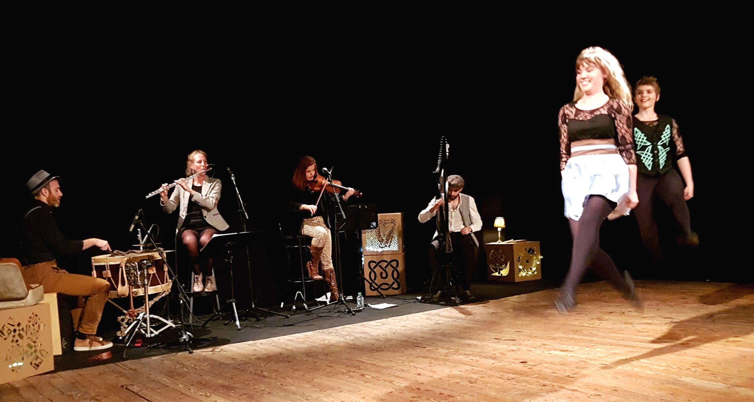 Danse irlandaise Spectacle What's the Craic? Ghillie's groupe de musique Irish and Folk music. Crédit: la charpente Fred